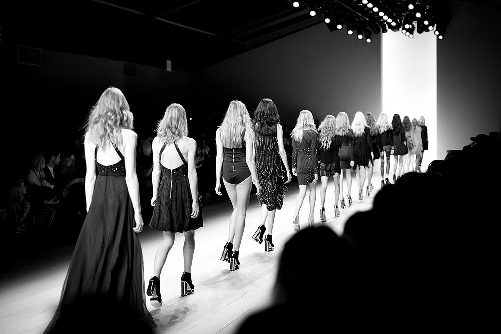 desfile de modelos mujeres