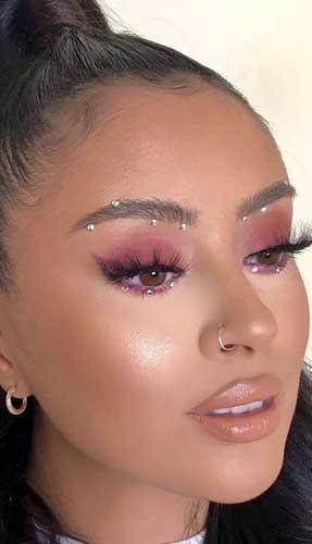 maquillaje con piedras sencillo en los ojos