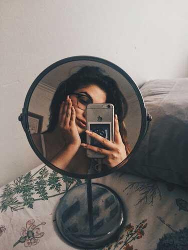 pose fotografica selfie en el espejo