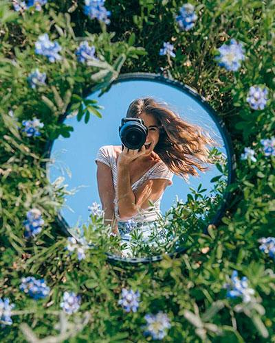 pose para foto de mujer en un espejo